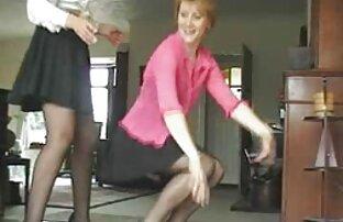 MILF esposa balançando para lesbicas fudendo o homem