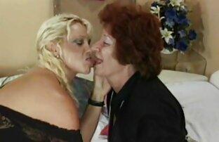 A mulheres lesbicas peladas Mulher Morena Toca À Noite
