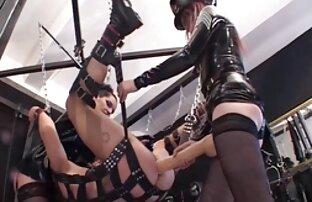 O bonitão Scott preso e despido brasileiras lesbicas gostosas para fazer cócegas.