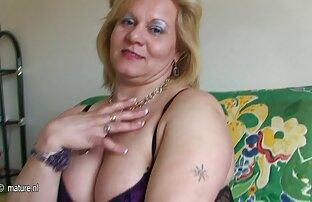 a camgirl faz um grande vibrador lesbicas hd no cam.