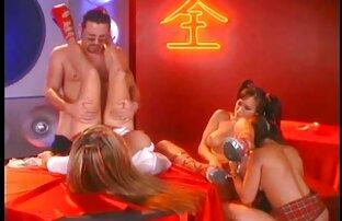 Teen in pantyhose foot transando com lésbica massage