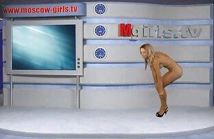 A milf inglesa põe um grande vídeos pornôs lésbicas vibrador a funcionar.