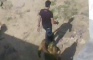 Um desportista xxx vídeo lésbicas gay bonito brinca com um grande solo de Pila aparada.