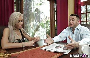 Wimp Marido Corno vê um wwwlesbicas garanhão a arar a sua doce esposa