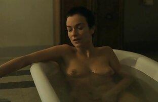 Namoradas perversas trocam duches vídeo de sexo de lésbica dourados