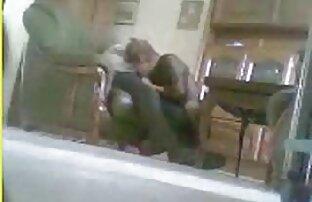 lésbicas na lésbicas se beijando e transando porta ao lado raparigas adolescentes