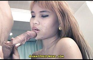 A jovem porno ledbica transexual Mayna Santini seduz um rapaz de entregas para foder